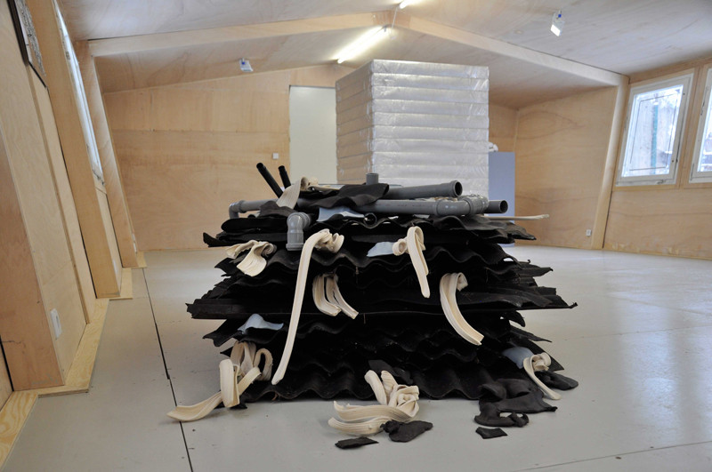 "<p><span style=""font-size: 10.6667px;"">Installation view, RE-MADE // RE-USED, Madeline Stillwell, REH Kunst, Berlin, 2013</span></p>"