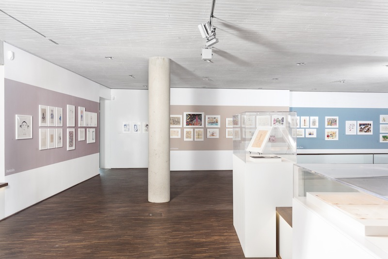 "<p><span style=""font-family: Verdana; font-size: 10.6667px; line-height: 17px; text-align: center;"">PAPERWORLDS, Installation view, me Collectors Room Berlin, 2014</span></p>"